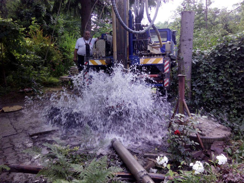 Wiercenie studni głębinowej - foto